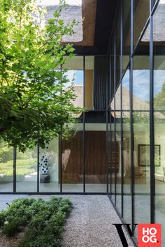 Karaktervolle villa in groene rand rond Antwerpen - Hoog ■ Exclusieve woon- en tuin inspiratie. Minimal Architecture, Contemporary Architecture, Architecture Details, Interior Architecture, Exterior Design, Interior And Exterior, Oak Frame House, Modern House Design, Outdoor Gardens