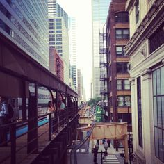 Owning a car in ca be very expensive. Find out how to get around town without a car when living in Chicago. Chicago Mercantile Exchange, Chicago Loop, Chicago Apartment, Train Tracks, Public Transport, Luxury Living, Willis Tower, Perfect Place, Condo