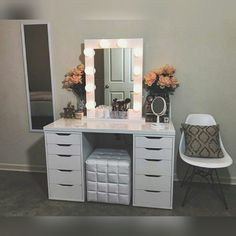 I want my own vanity someday :((
