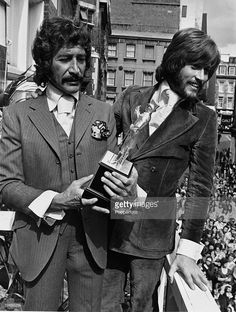 August British actor Peter Wyngarde ( left), famous for his role as Jason King in the television series 'Department S', pictured after receiving the award for Britain's Best male Personality from 1969 winner Barry Gibb ( right) of the Bee Gees pop group Jason King, Piercings, Vintage Television, Andy Gibb, Moda Emo, 1960s Fashion, British Actors, Classic Tv, Photos