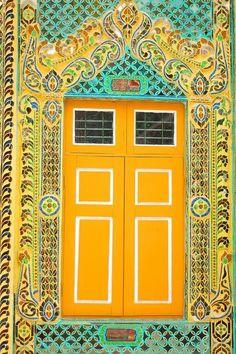 Hermosa puerta amarilla..