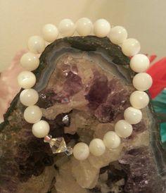 White Mother of Pearl Bracelet Swarovski Crystals – Evolve Jewelry Design www.evolvejewelrydesign.net www.facebook.com/evolvejewelrydesign1