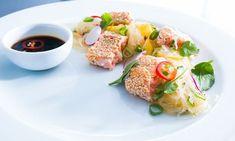 En snabb och enkel rätt med asiatiska smaker från ingefära, chili, soya och koriander.
