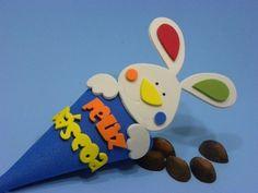 12 Cones Coelho  Os orelhudos já chegaram da petilola.  Lembrancinhas de páscoa 2014 é na www.petilola.com.br Happy Easter, Easter Bunny, Easter Crafts, Crafts For Kids, Professor, Lily, Baby Shower, Crafty, Activities