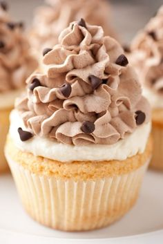 Cannoli Cupcakes | Recipes I Need