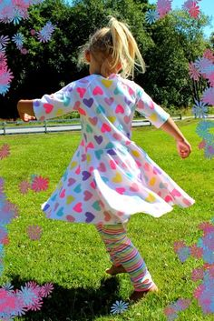 Så länge som jag har gått och tänkt att jag skulle göra en klänning med helcirkelkjol! På flera av bloggarna jag följer så har jag sett hur ...