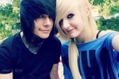 this bro is cute but hes gf is not Cute Emo Couples, Scene Couples, Cute Relationship Pics, Cute Relationships, Emo Love, Cute Love, Gothic People, Emo Scene Hair, Kids In Love