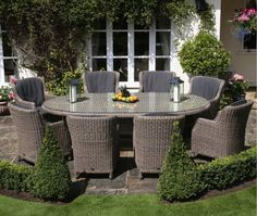 Box hedging around seating area - gorgeous