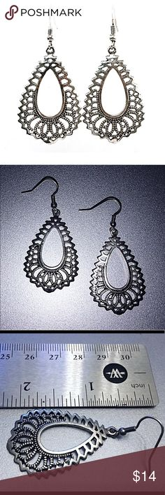 ✨Pewter Colored Lace Detail Earrings NWT Pewter Colored Lace Detail Earrings NWT:  lightweight metal with gorgeous lace type detail. Jewelry Earrings