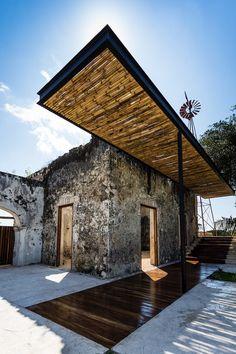 murs en pierre tapis bois pergola alu canisse bambou