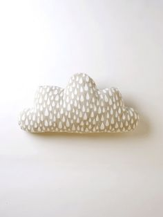DIY CLOUD CUSHION TUTORIAL http://etralalondon.blogspot.co.uk/2014/07/diy-cloud-star-baby-cushions.html