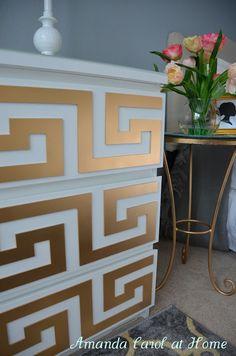 Ikea Malm Dresser Goes Glam ou comment customiser sa commode grâce à quelques bouts de carton peints en doré...