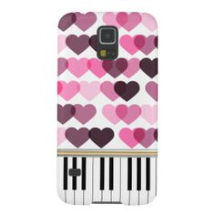 Show your love of the piano with this girly and chic Samsung Galaxy S5 case with a piano design featuring piano keys and a love hearts pattern in shades of pink.