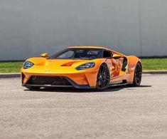 The Ford GT first captured the hearts and minds of many drivers around the world in the A mid-engine, two-seater sports car produced by Ford Ford Gt 2016, Rubber Band Car, Ford Gt40, Mustang Ford, Car Colors, Cheap Cars, Performance Cars, Latest Cars, Car In The World