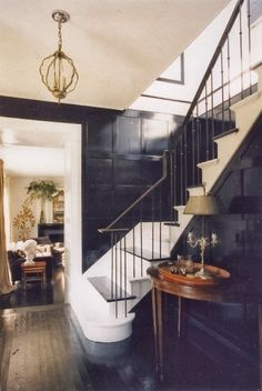 Black gloss paired with white, historic staircase, modern paint interior design Home Design, Design Entrée, Design Ideas, Interior Exterior, Home Interior, Interior Decorating, Stylish Interior, Interior Stairs, Home Renovation