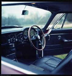 Aston Martin DB6 interior (1965)