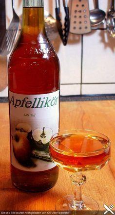 Apfellikör Apple liqueur, a refined recipe from the category liqueur. Diet Drinks, Healthy Drinks, Alcoholic Drinks, Eat Healthy, Healthy Life, Beer Recipes, Drinks Alcohol Recipes, Pear Liqueur, Vodka Lemonade