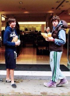 Harry and Lou Larry Stylinson, Louis Tomlinsom, Louis And Harry, One Direction Harry, One Direction Pictures, Niall Horan, Zayn Malik, Larry Shippers, Foto Jimin