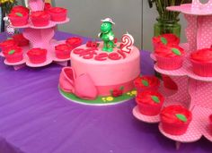 Dorothy the Dinosaur cake and cupcakes