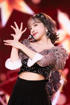 Kpop Girl Groups, Kpop Girls, Yoon Sun Young, Yu Jin, Fandom, Japanese Girl Group, The Wiz, Pretty People, Brown Hair