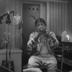 Iphone Wallpaper Music, Tupac Wallpaper, Smoke Wallpaper, Hype Wallpaper, Smoke Pictures, Blue Pictures, Hip Hop Lyrics, Cute Rappers, Cute Black Boys