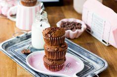 Syntisen hyvät suklaamuffinssit Chocolate Chip Muffins, Sweet Tooth, Breakfast, Desserts, Food, Morning Coffee, Tailgate Desserts, Deserts, Eten