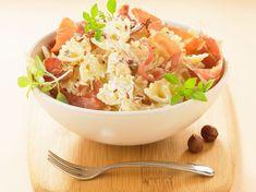 Pâtes farfalles au jambon cru, ricotta et noisettes Ricotta, Serving Bowls, Potato Salad, Salsa, Cabbage, Grains, Rice, Cooking Recipes, Vegetables