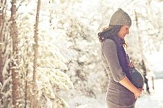 Maternity Photo in Snow by Ifong Chen