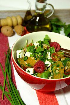Salada de framboesa, queijo, nirá e aipo aromático
