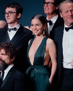 She owned the night! That's the tea. Emilia Clarke Daenerys Targaryen, Emelia Clarke, Game Of Thrones Cast, Alexandra Daddario, Mother Of Dragons, Her Smile, Perfect Body, Brows, Actresses