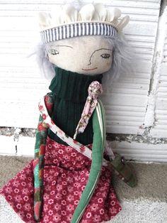 Muñeca con corona y bolso. 32 cm. de AntonAntonThings en Etsy