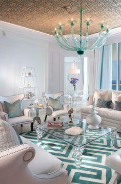 decor turquesa em lustres, móveis, objetos.