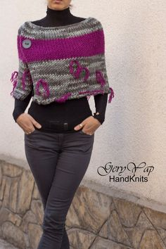 Women's wool acrylic poncho shrug cape hand knit poncho in purple and gray chunky knit poncho. Women's wool acrylic poncho shrug cape hand knit poncho in purple and gray chunky knit poncho sweater hand made with sma. Poncho Pullover, Wool Poncho, Sweater Scarf, Poncho Knitting Patterns, Knit Patterns, Vogue Knitting, Hand Knitting, Knitted Poncho, Ideias Fashion