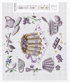 """DMC BK1044 La charlotte à la violette The Big Purple Cake """"Création Point de Croix №51""""."""