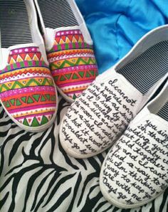 Des idées pour customiser vos chaussures unies et anciennes baskets avec des feutres Posca (spécial textile)