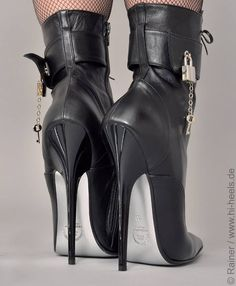 ☺ Locked heels