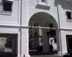 """#Granada #Santa Fe - Capilla de la Virgen del Carmen GPS 37.188611, -3.720000  En la imagen: .""""Puerta de Loja"""", mira al Oeste, se llamó inicialmente Puerta de Jerez. La capilla está encomendada a Nuestra Señora del Carmen. En ella destaca un altar barroco con acceso por dos escaleras reales decoradas con artesanía granadina."""