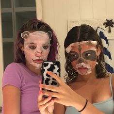these face masks smell bad fyi Foto Best Friend, Best Friend Pictures, Bff Pictures, Best Friend Goals, Family Pictures, Cute Friends, Best Friends, Shooting Photo Amis, No Rain