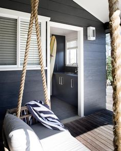 Casually elegant Aussie beach house offers a weekend escape This refined yet casual beach house was designed as a holiday home by Karen Akers, located on Gerroa Beach, a coastal town in New South Wales, Australia. Style At Home, Beach House Style, Beach House Decor, Home Decor, Beach Cottage Style, Coastal Cottage, Coastal Living, Coastal Style, Coastal Homes