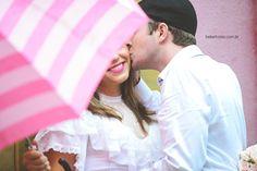 Engaged Photos, fotografia de noivado, produção, noiva, bride, chuva, rain, guarda-chuva, vintage