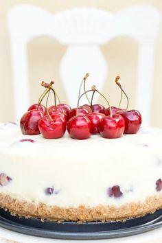 Tarta de queso con chocolate blanco y cerezas