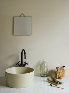 Matta väggar i badrummet med LADY Aqua Contemporary Interior Design, Contemporary Bathrooms, Jotun Lady, Marimekko, Wall Colors, Packaging Design, Tiles, Household, Sink