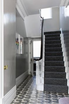 The walls in the hall are painted in 'Hardwick White' gloss by Farrow & Ball; the carpet on the stairs and in the main bedroom is 'Häggå' by Kasthall grey lacquer walls foyer stairway Grey Hallway, Tiled Hallway, Victorian Hallway, Victorian Terrace, Hallway Paint Colors, Color Walls, Decoration Hall, House Entrance, Entrance Hall