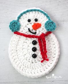 Crochet Snowman - Repeat Crafter Me I got an e-mail from a reader asking if I could make a Crochet Snowman the same size as my Crochet Gingerbread so they could alternate them on some holiday garland. I thought this was a fabulous idea! Crochet Christmas Decorations, Snowman Christmas Ornaments, Christmas Crochet Patterns, Holiday Crochet, Crochet Flower Patterns, Crochet Gifts, Crochet Flowers, Crochet Hooks, Crochet Baby