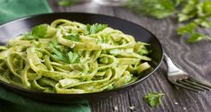 We have the yummiest, most vitamin-packed pesto pasta recipe for you to try. Sure, you could grab any 'ole jarred pesto sauce at the Pasta Al Pesto, Vegan Pasta Sauce, Pesto Sauce, Avocado Pasta, Zone Recipes, Pasta Recipes, Vegan Recipes, Recipe Pasta, Vegan Pasta