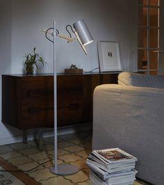 Põrandavalgusti Scantling P73, Marseti stiilsete tammedetailidega põrandavalgusti. Disainer Mathias Hahn, 2010. Disainvalgustid, Disain põrandavalgustid. Marset