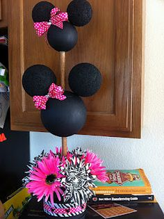 TeamTaylor: Minnie Mouse Party Could be Micky. Minnie Mouse Theme, Minnie Mouse Baby Shower, Mickey Mouse Parties, Mickey Party, Disney Parties, Minnie Birthday, First Birthday Parties, Birthday Ideas, Birthday Pictures