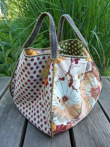 Great shaped bag from Stipa & Alpaga