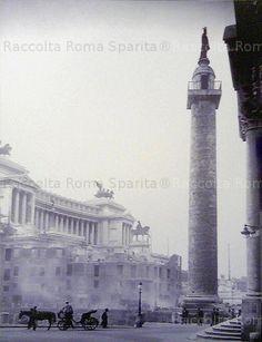 Foto storiche di Roma - Colonna Traiana. Piazza dei Fori Imperiali già detta Piazza Colonna Traiana. Demolizioni Anno: 1932 'ca
