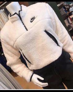 Hoodie Outfit, Hoodie Jacket, Nike Jacket, Nike Winter Jackets, Winter Jackets Women, Sherpa Sweater, Sherpa Hoodie, Street Style Photography, Street Style Vintage